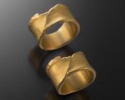 Trauring aus gefaltetem Gold