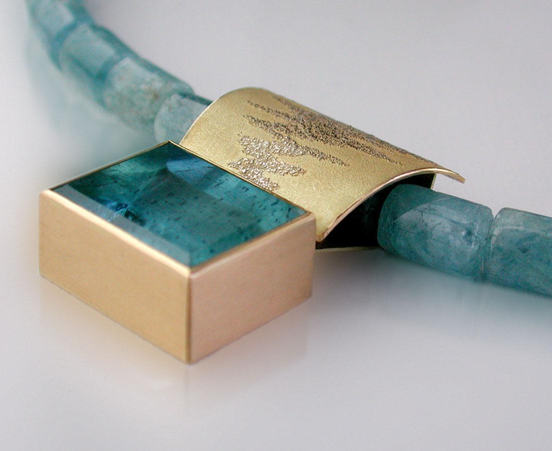 aquamarinkette mit aquamarin spiegelschliff in750 000 gold. Black Bedroom Furniture Sets. Home Design Ideas