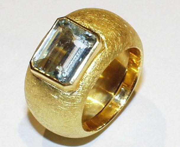 Goldring mit Bergkristall