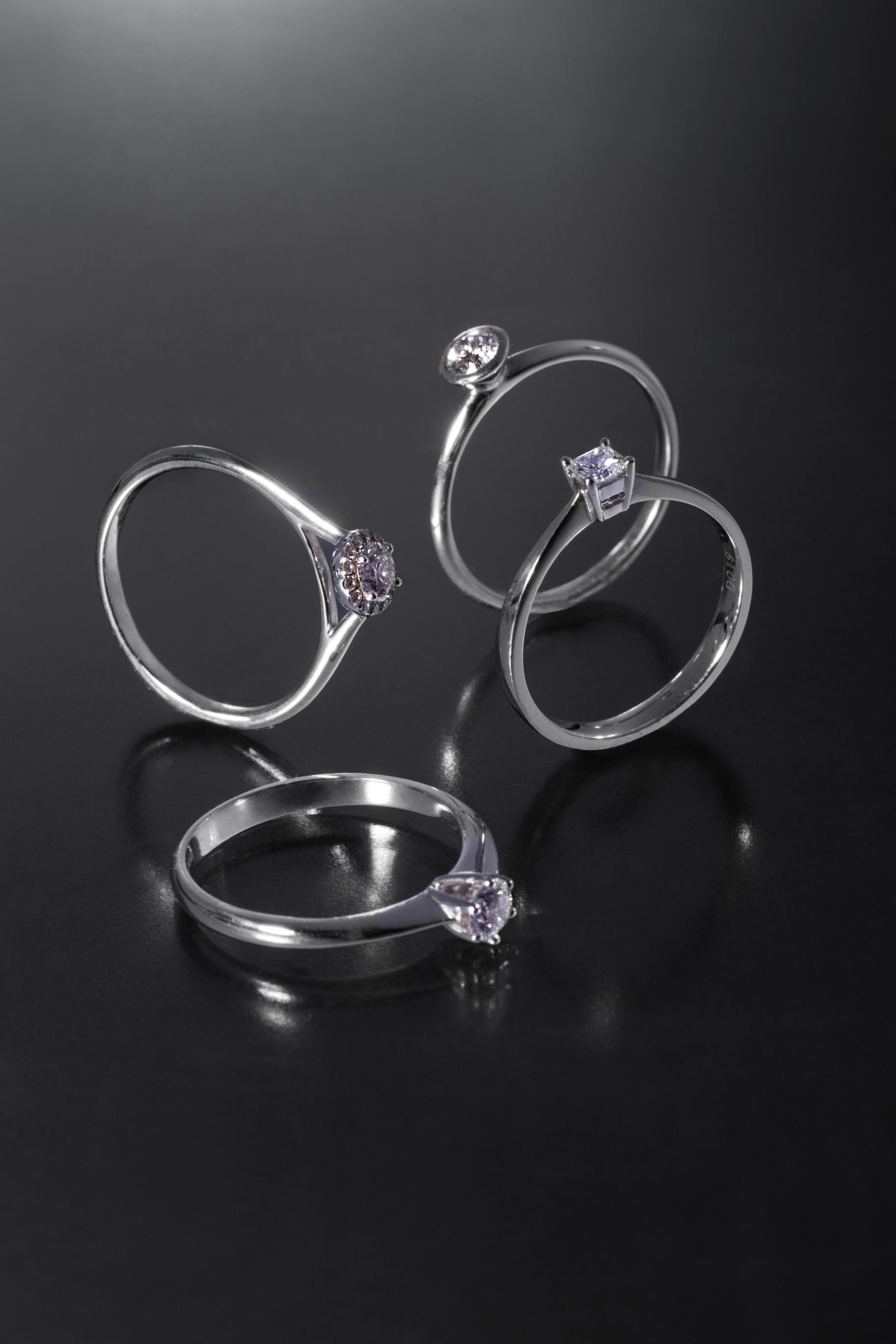 Solitär-Ringe mit Brillant und Prinzess cut